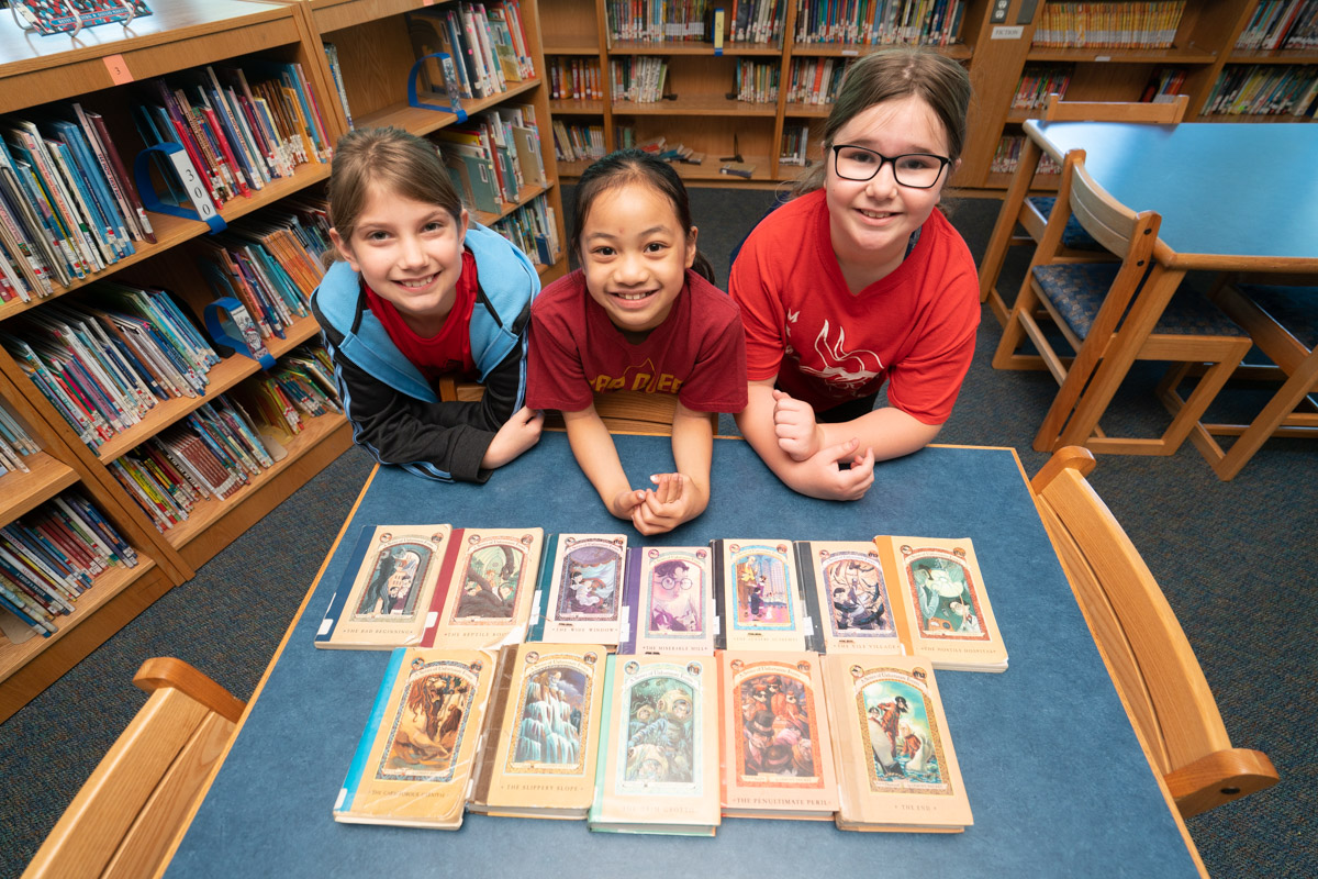 Edison Students read a Series of Unfortunate Events books