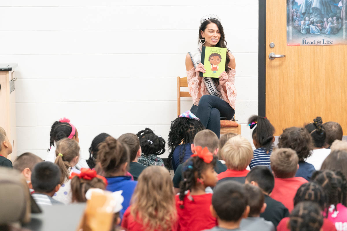 2018-12-11 - Miss Michigan Reads to 1st Graders 03